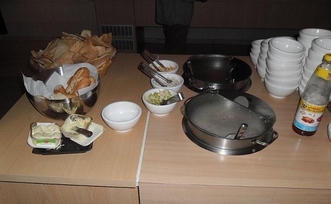 Soep, brood, chips en knoflookboter